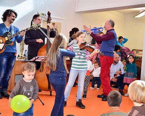 Детские песни и джаз от мира и в это воскресенье в Serenidpiti: The First Seven