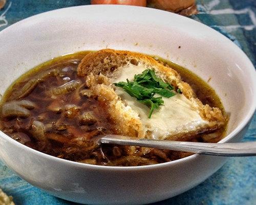 Французский луковый суп (веганский рецепт)