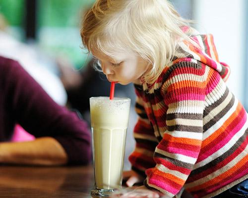 Витамини в чашата: 3 вкусни напитки за малки деца