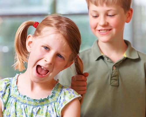 Кога закачките между децата се превръщат в тормоз?