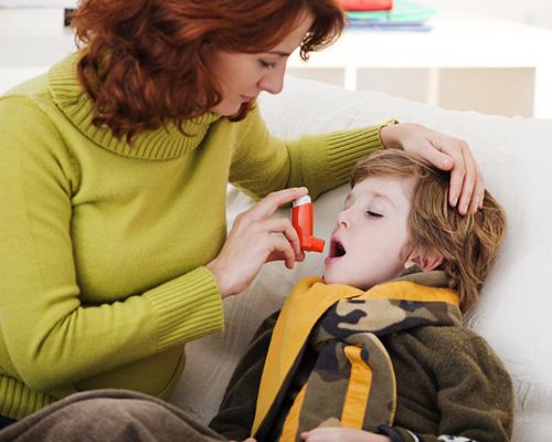 Как да се погрижим за детето с астма у дома