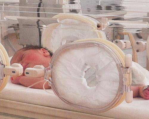 """Предизвикателството наречено """"недоносено бебе"""""""