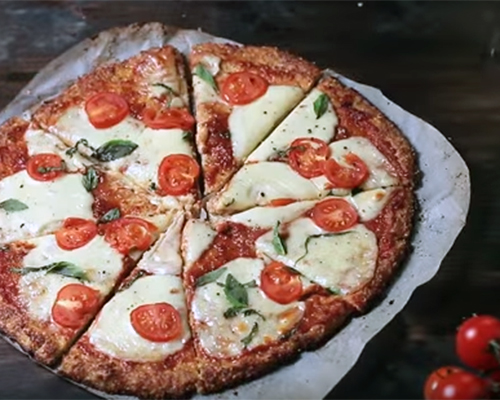 Пица Маргарита с блат от карфиол (рецепта без глутен)