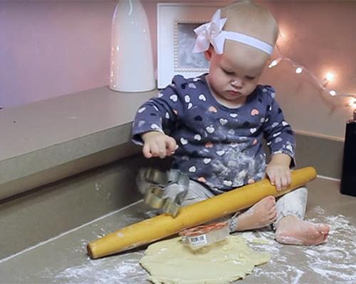 Видео на седмицата: Коледа с бебе!