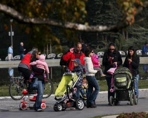 Прагът за получаване на семейни помощи се вдига на 400 лв., решиха депутатите