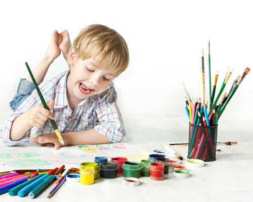 Как да стимулираме уменията за писане при тригодишните