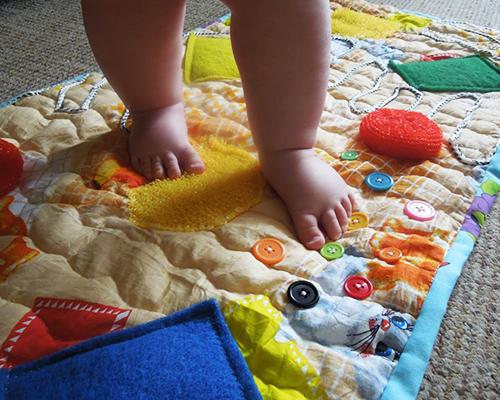 Масажни килимчета от подръчни материали