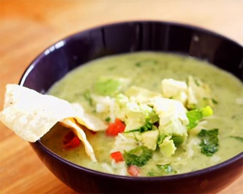 Пилешка супа с авокадо