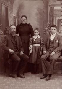 Vintage-Family-Portrait-210x300