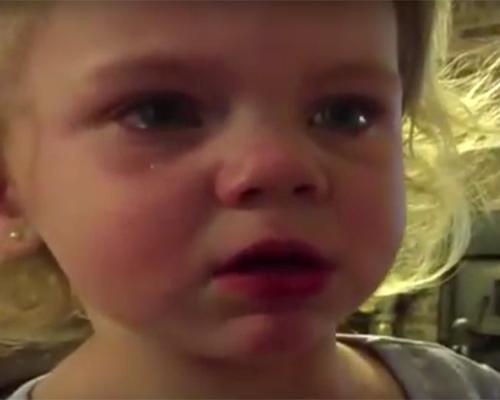 Видео на седмицата: Тя е само на две, но вече знае