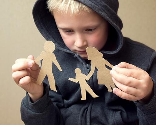 Грешките, които разведените родители допускат