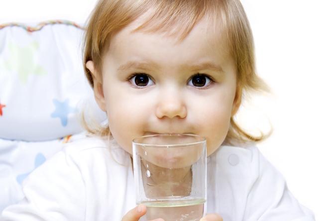 Как да отличим изворната от трапезната вода?