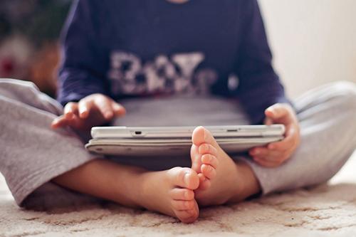 Колко телевизия може да гледа детето ми?
