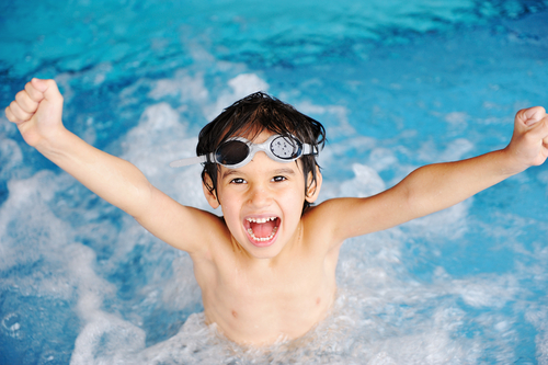 Безплатни уроци по плуване и тенис за децата в Бургас