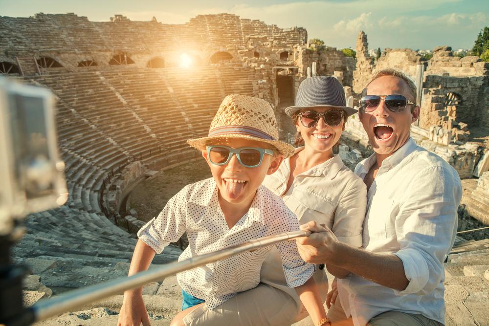 Няколко идеи как да пътуваме евтино със семейството си