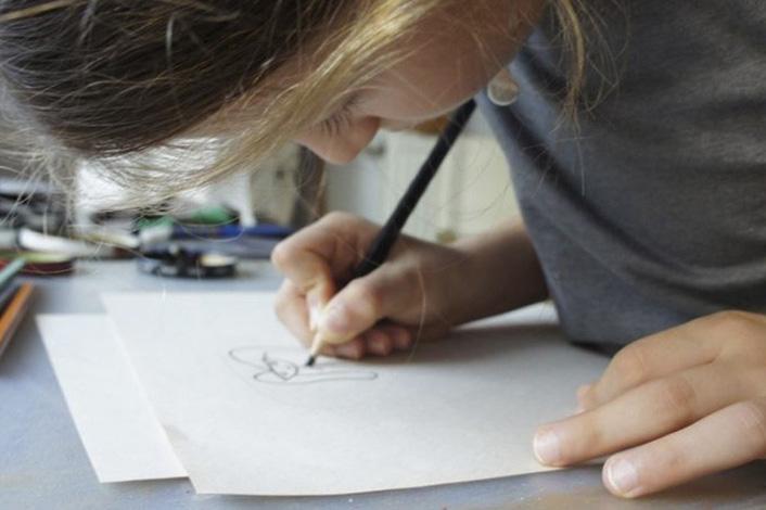 Детски рисунки превърнати в бижута