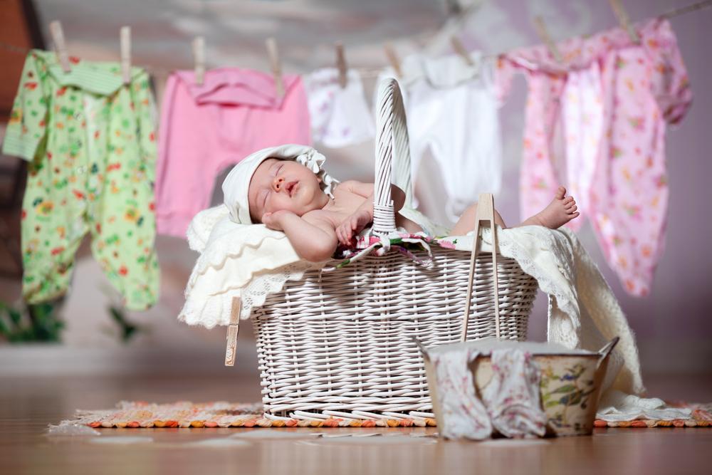 Грижа за дрешките на новороденото
