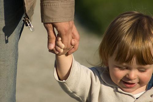 Как да помогнем на детето да изгради положителни взаимоотношения с околните