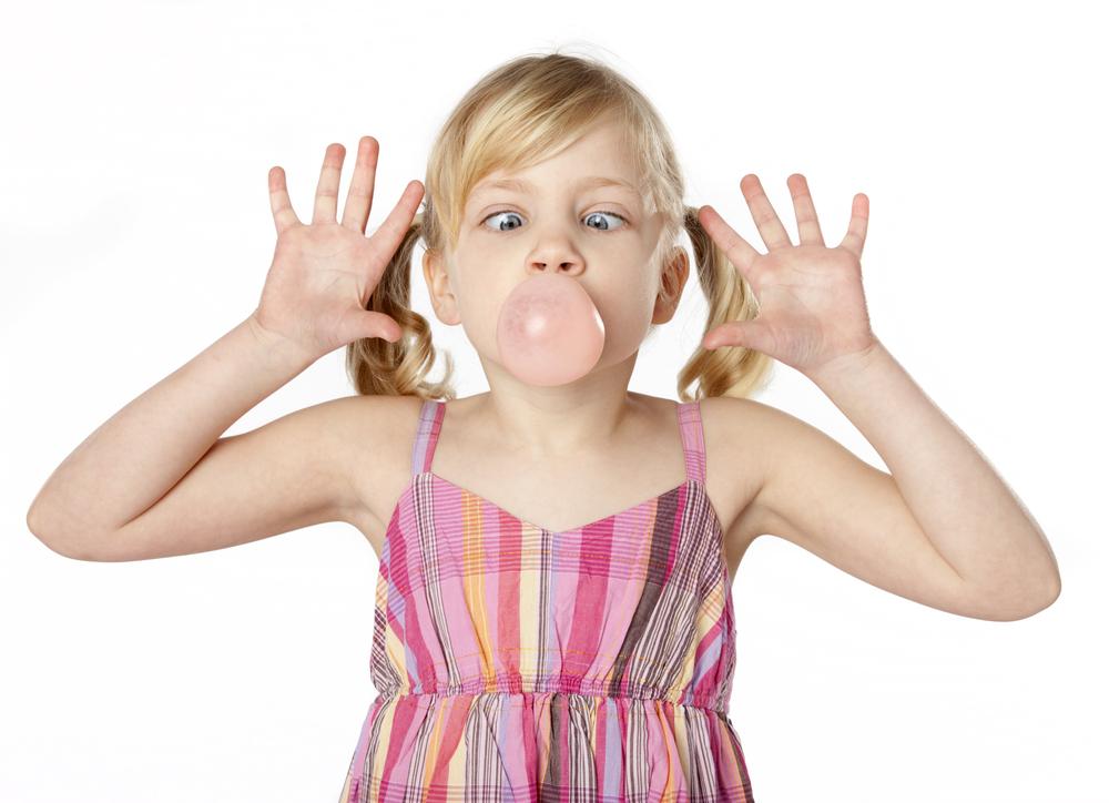Дъвката: ползи и вреди за здравето на децата