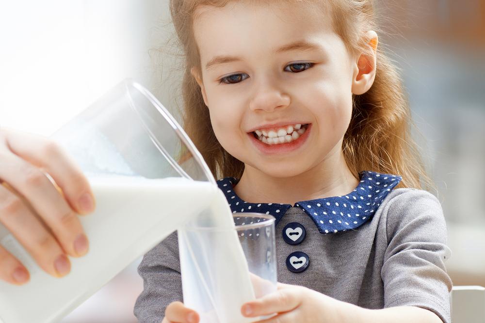 Мляко за здрави зъби и кости