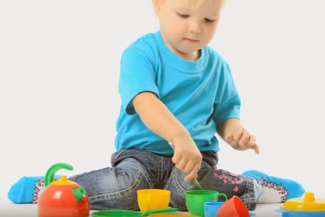 W-позиция – защо децата да избягват да седят така?