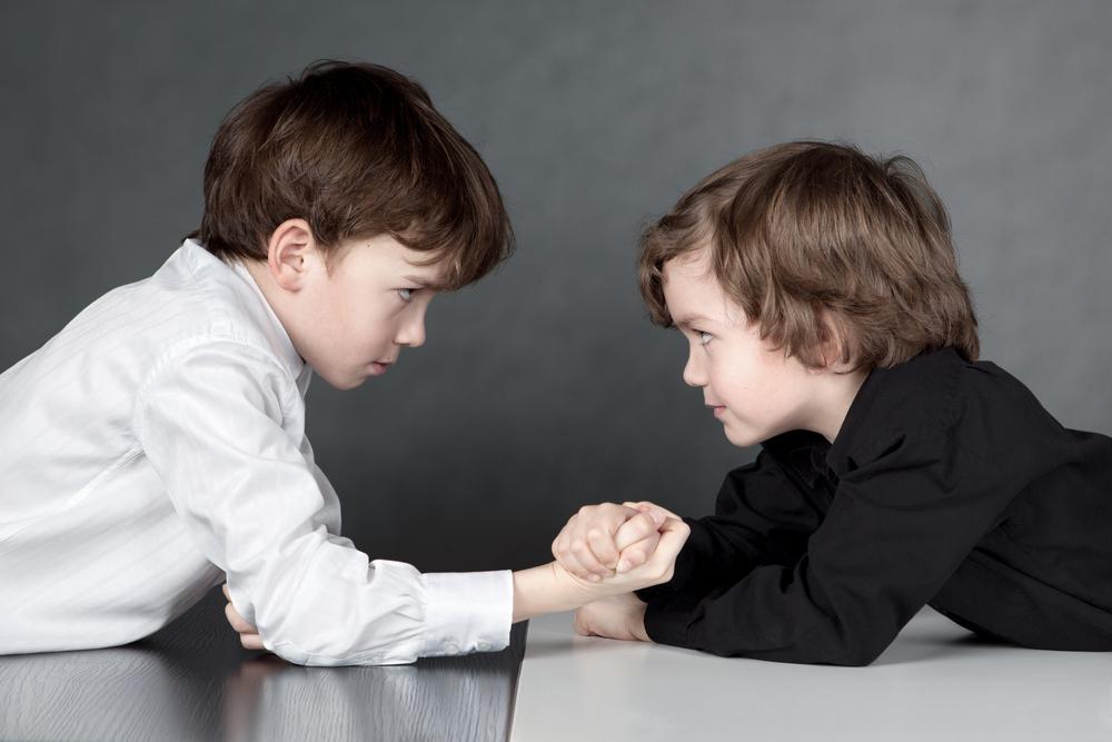 Ръцете са за прегръдки. Как да научим децата си да не удрят