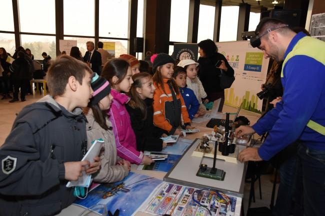 Огромен интерес към детския базар на професиите в НДК