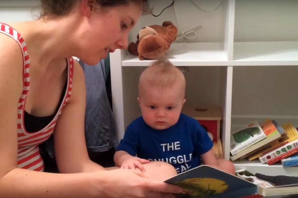 Четенето на приказки и как това въздейства на най-малките (видео)