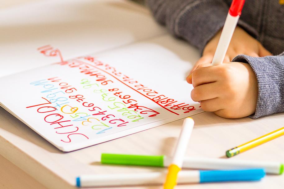 """Електронна """"умна писалка"""" ще помага на децата да придобиват моторни умения"""