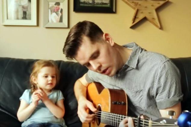 Видео на седмицата: Да пееш с татко You've Got a Friend In Me