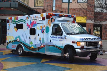 """Първата детска линейка с транспортен кувьоз у нас става релност благодарение на кампанията """"Да оставим следи"""""""