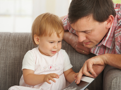 Защо татковците трябва да четат на децата си