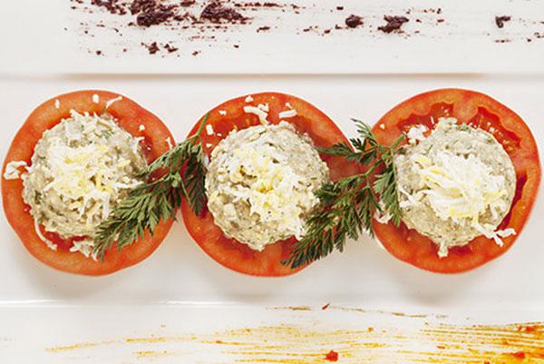 Червено-бяла трапеза – от салатата до десерта