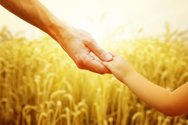 Дъще, моля те, позволи ми още малко да те държа за ръка!