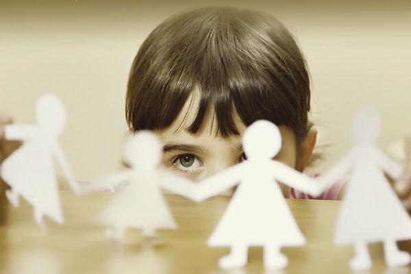 Момиченцето, което си играеше на Бог (нова книга)