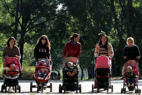 Повече пари за майчинство, по-малко за болнични