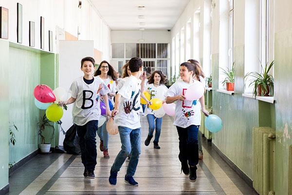Ученици от цяла България търсят Учителя, който обича всички