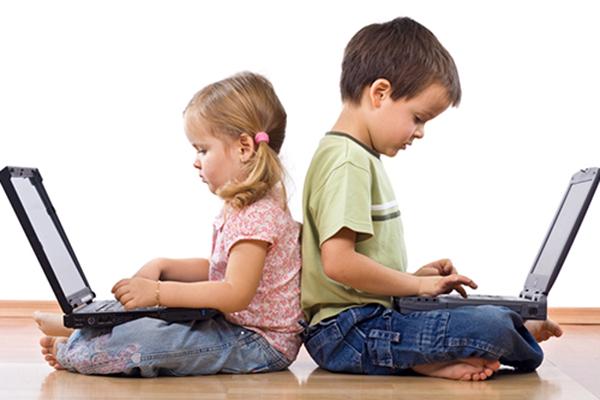 Как децата да разпознават фалшивите новини