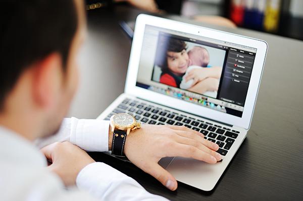 Тлъсти глоби очакват родителите в Италия, ако публикуват снимки на децата си в мрежата