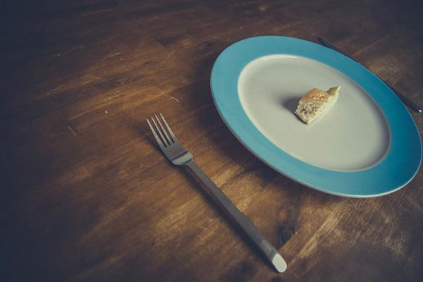 Родители лекуват децата си с глад и жажда