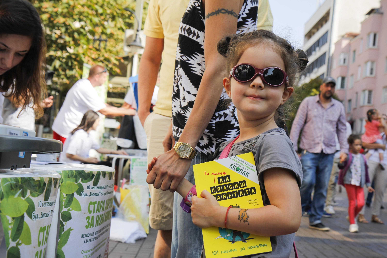 Децата от София предадоха над 10 тона стара хартия за нова книга