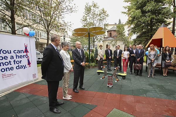 Нова детска площадка в двора на Пирогов