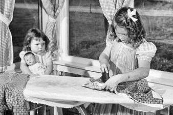 Какво са можели да правят 10-годишните момиченца преди век