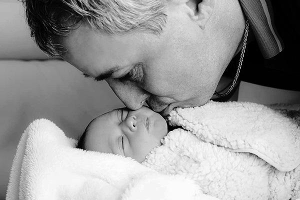 Ако истински обичате бебето, отложете целувките