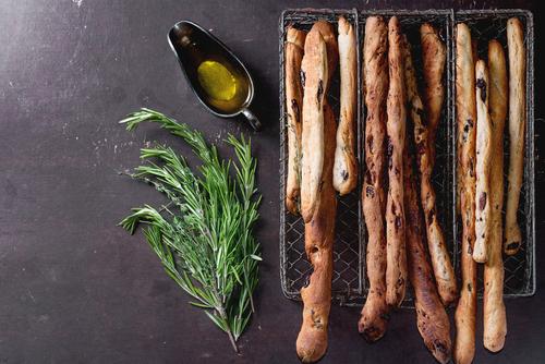 Вкусно от кухнята на Първите седем: Лимецови гризини с маслини, семена и розмарин (рецепта)