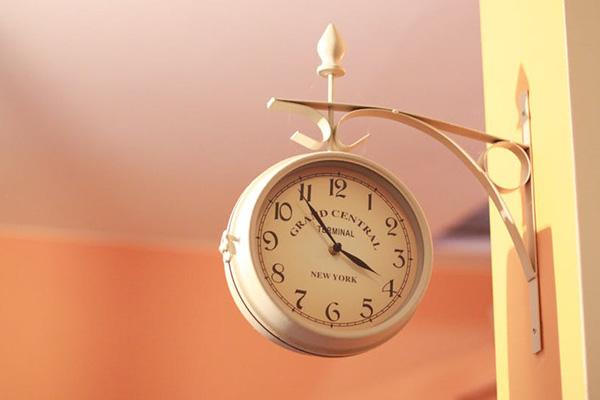 Един час повече за сън тази неделя