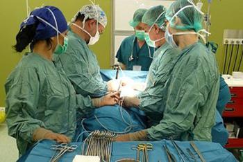 Успешно оперираха четиримесечно бебе с доброкачествен тумор на черния дроб