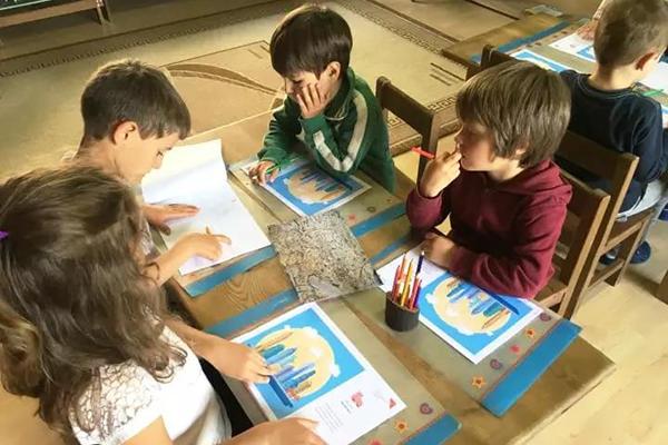 В Младежки център Пловдив децата се учат на дизайн мислене