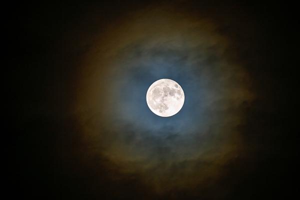 Супер Луна тази нощ