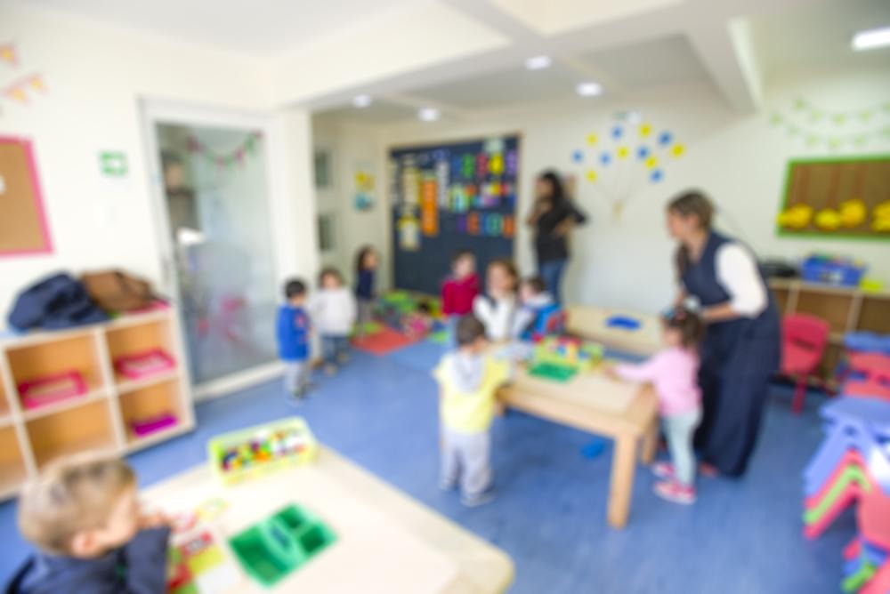 Спира приемът на внуци на служители в детските и учебни заведения